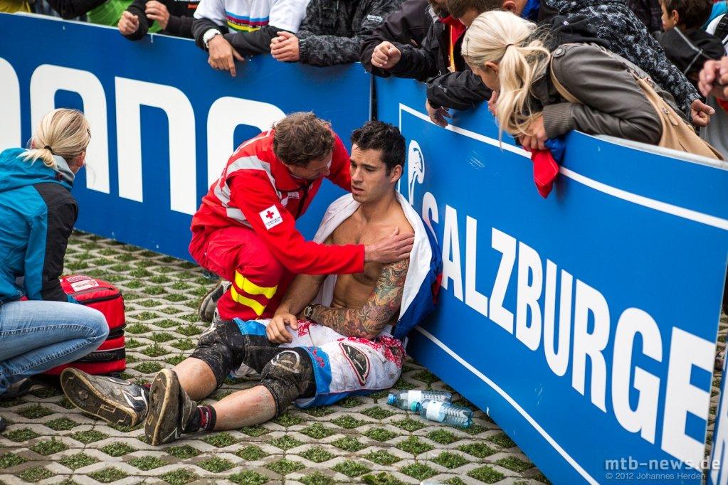 Slavik - verletzt am Boden