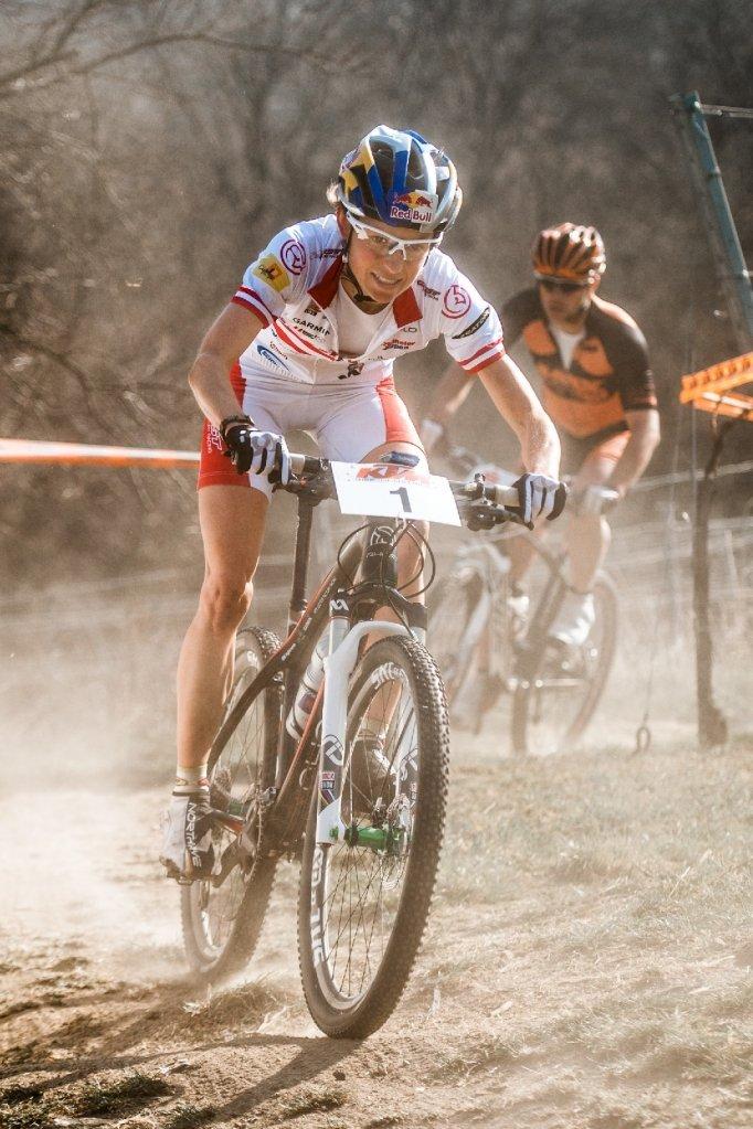 120325 AUT Langenlois XC Women OslE corner dust by Kuestenbrueck