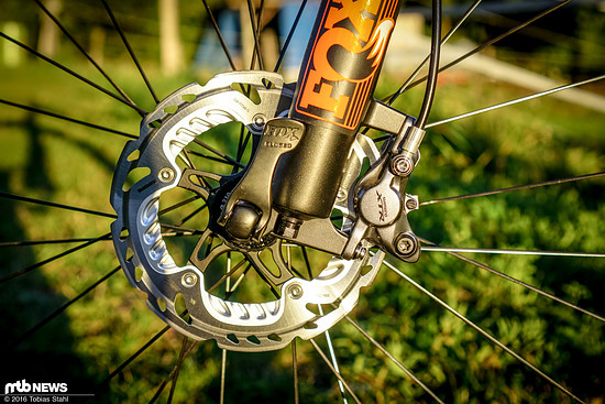Um die Bremskraft und Standfestigkeit der Shimano XTR Race zu erproben, haben wir sie neben dem 160 mm Setup am Cross-Country-Bike...